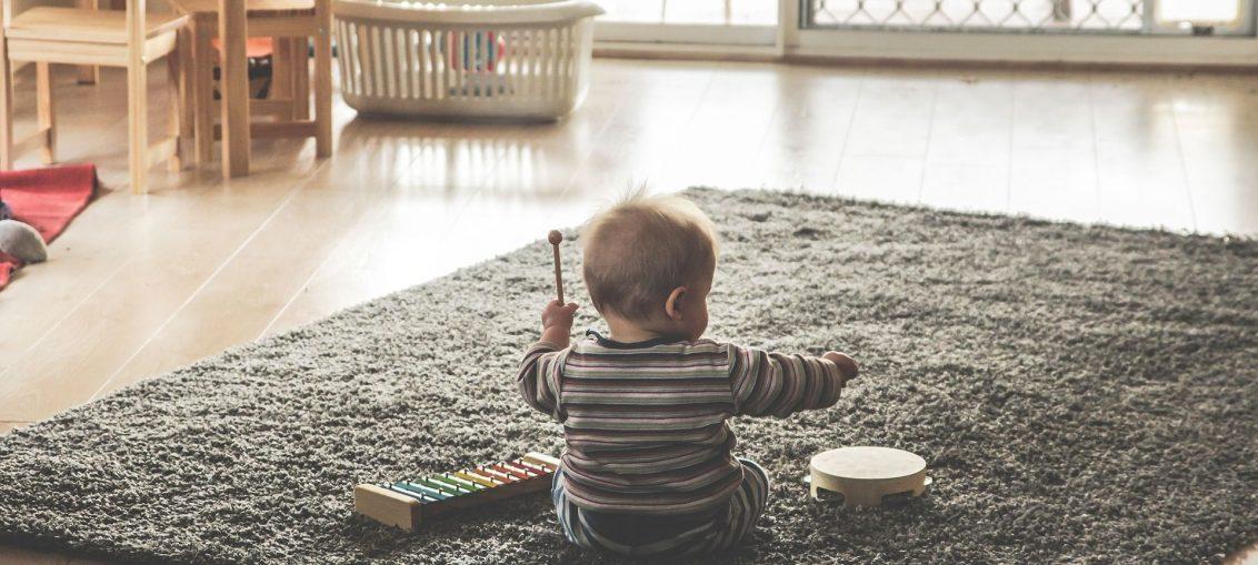Bawiące się dziecko